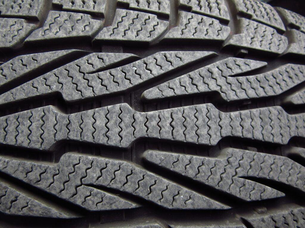 quietest tires grooves