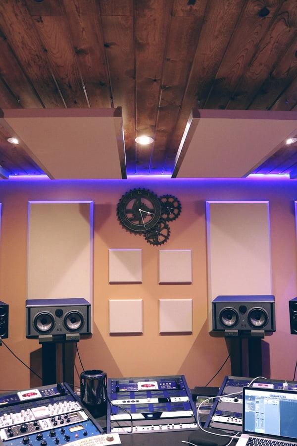 acoustic soundproofing foam on wall