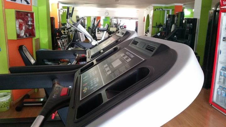 features on silent treadmill